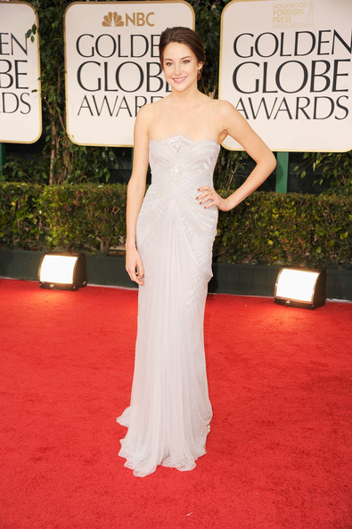 Top 11 des indispensables pour un mariage réussi - Page 4 Lookpurdy-shailene-woodley-in-marchesa-69th-annual-golden-globe-awards-2012-001