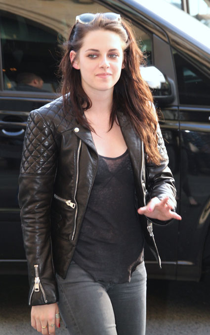 Lookpurdy Kristen Stewart In Balenciaga City Of Lights Parisian Casual Street Style 2